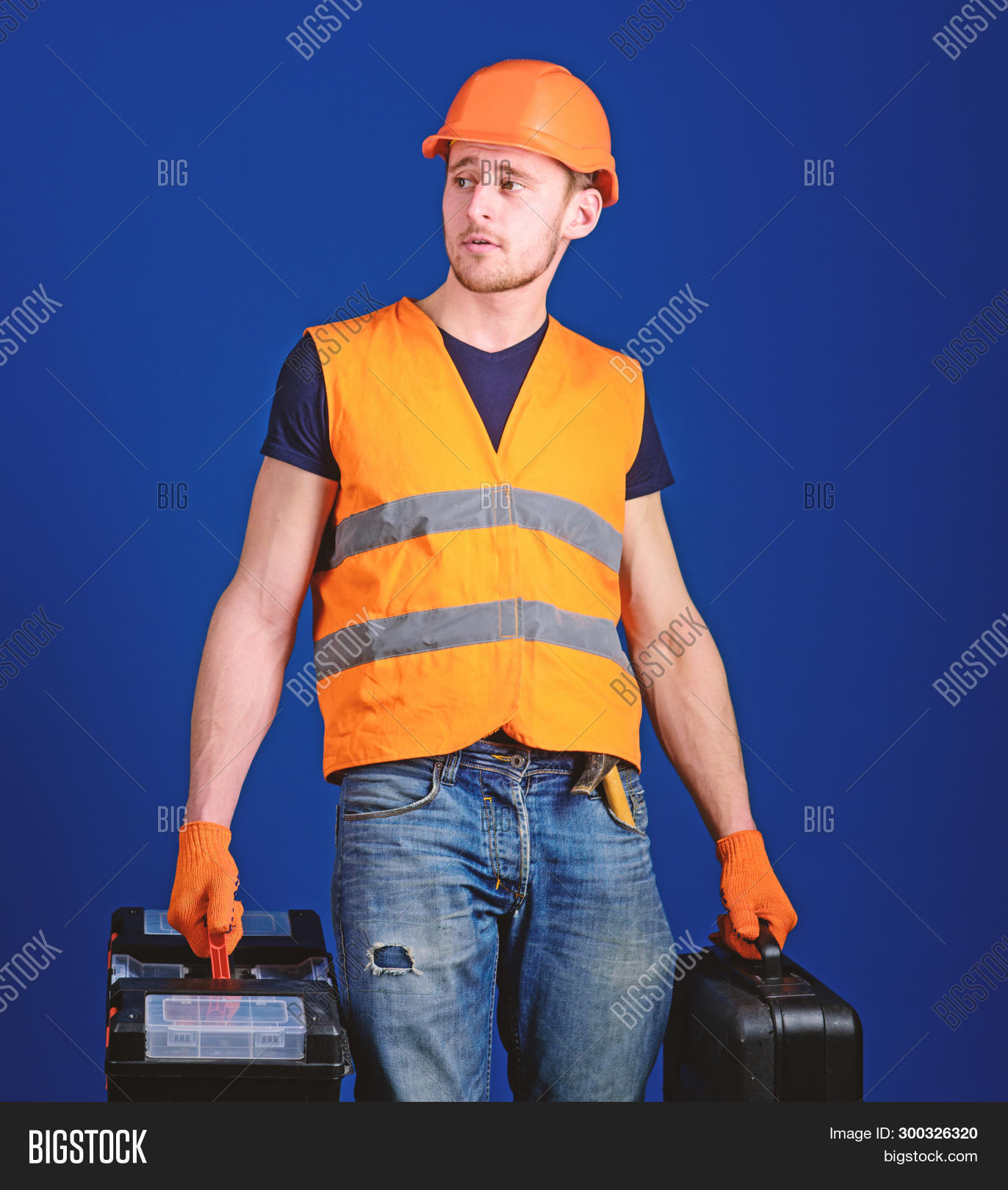 background,beard,bearded,blue,build,builder,calm,carry,case,caucasian,concept,construction,constructor,contractor,developer,engineering,equipment,equipped,face,guy,handsome,handyman,hard,hat,helmet,helpful,hold,laborer,man,mechanic,problem,professional,ready,repair,repairer,repairman,service,solve,strong,suitcase,technician,tool,toolbox,uniform,unshaven,work,worker