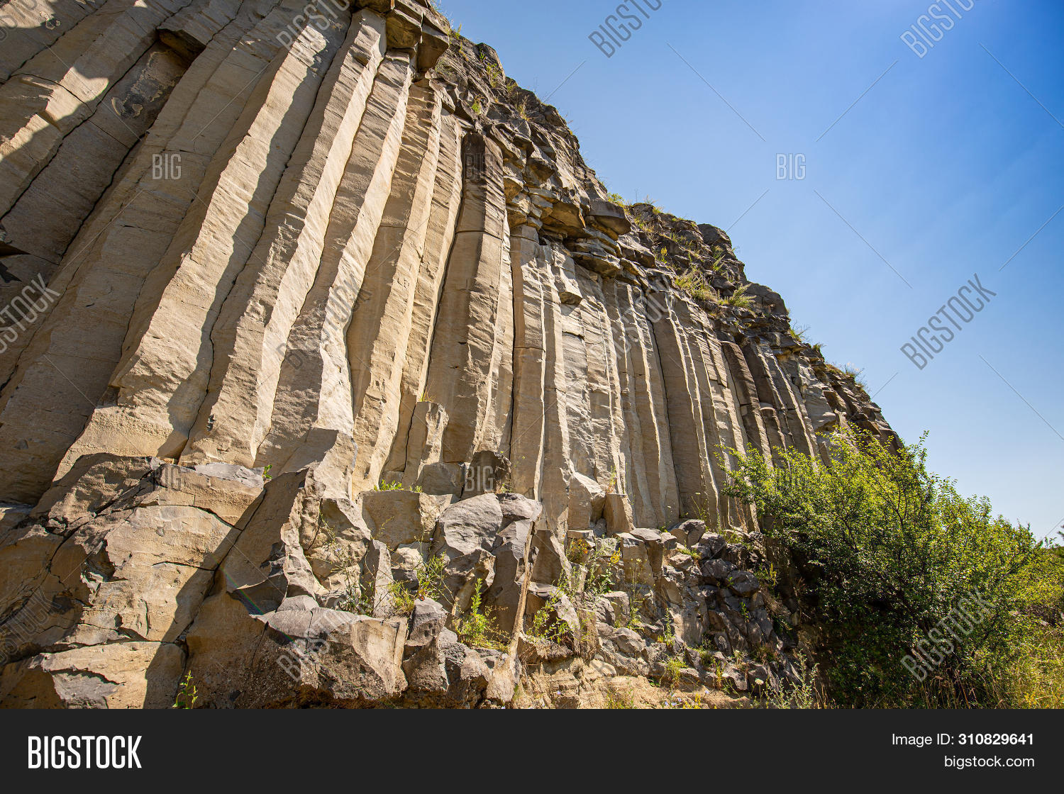 abstract,background,basalt,column,cooling,detail,formation,geology,grey,landscape,lava,material,monument,mountain,natural,nature,outdoor,rock,rocky,stone,structure