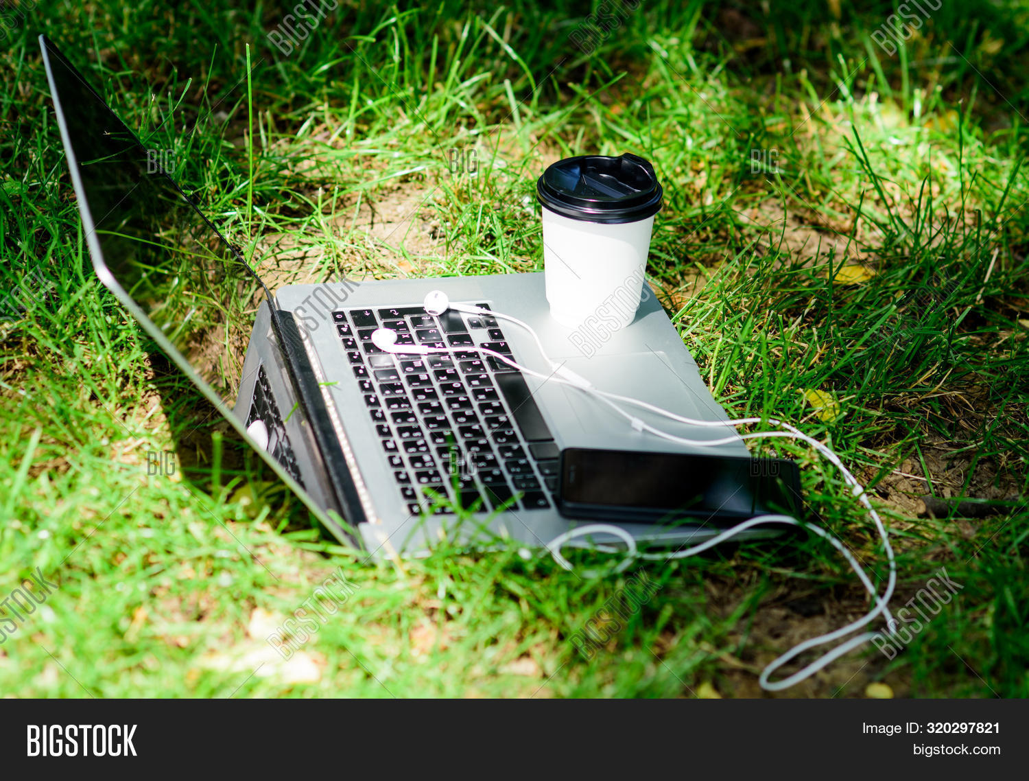 3g,4g,away,beverage,break,business,coffee,communication,computer,connection,country,cup,device,drink,earphones,electronics,environment,fresh,gadgets,garden,grass,green,internet,laptop,meadow,mobile,modern,natural,nature,notebook,office,outdoors,outside,park,relax,smartphone,spring,summer,sunlight,take,technology,time,wireless,work,workplace,workspace