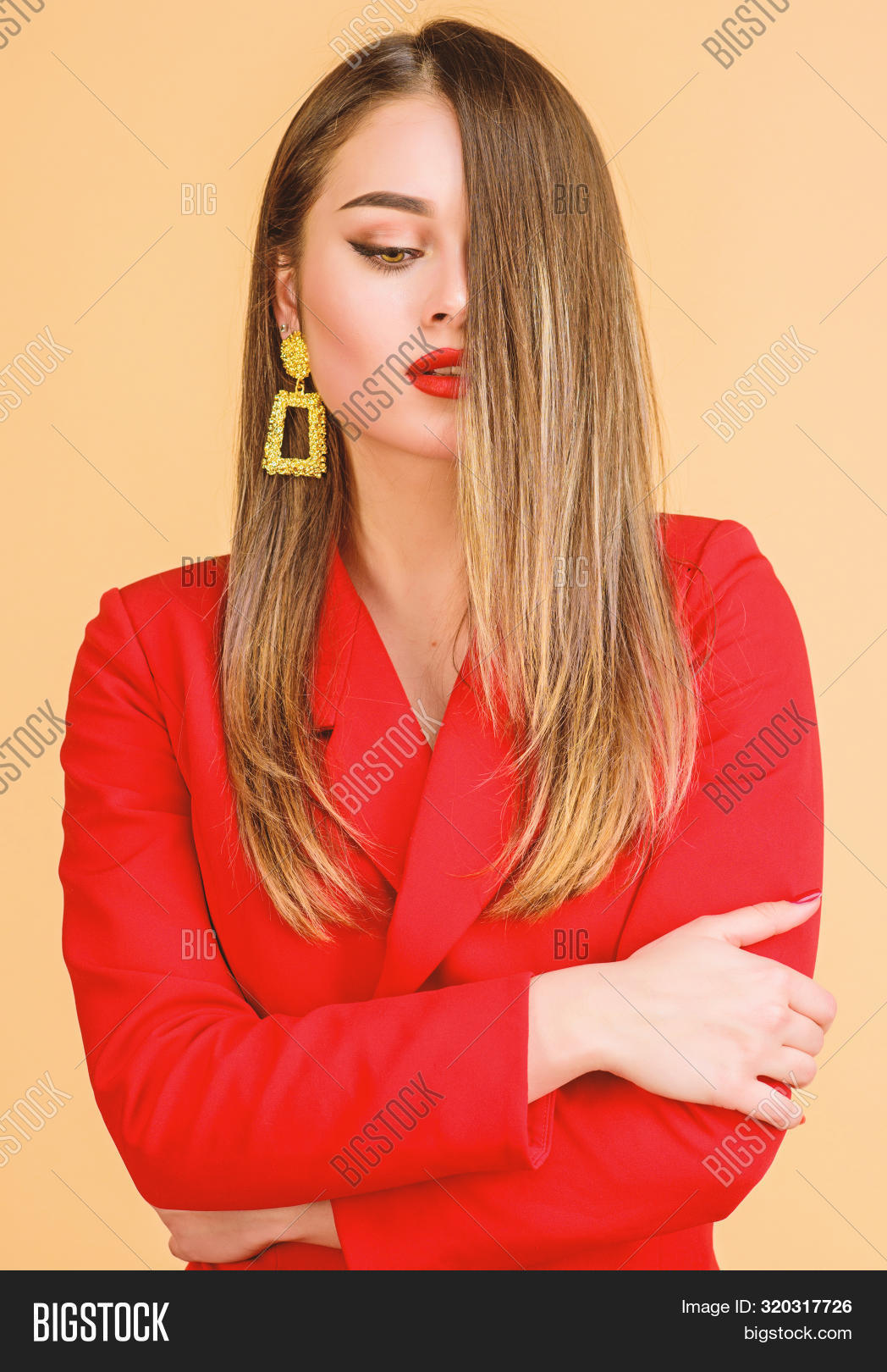 Pretty Woman Makeup Face Red Lips. Woman Wear Glamorous Earrings. Hairstyle And Hairdresser. Ombre H
