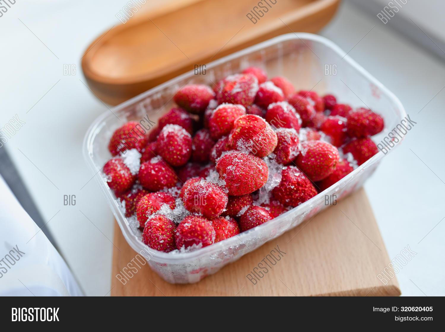 appliance,assortment,background,berry,bilberry,black,blackberry,blue,blueberry,bowl,box,brambleberry,broccoli,closeup,cold,collection,container,cool,cranberry,crystal,currant,different,dish,eating,electrical,food,freezer,freezing,frozen,fruit,group,indoor,mixed,mixture,open,opened,preserve,products,raspberry,still,still-life,storage,strawberry,up,variation,variety,various,white