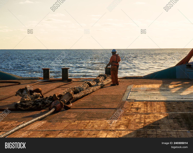 🔥 Anchor-handling Tug Supply Ahts Vessel Crew Preparing Vessel For