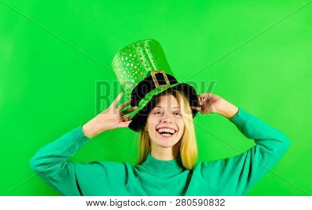 Green top hat. Blonde girl in in green top hat. Leprechaun. Green leprechaun. Green hat with clover. Saint Patrick's Day. Traditions of Saint Patrick Day. Sale. Discount. Smiling woman Leprechaun costume. stock photo