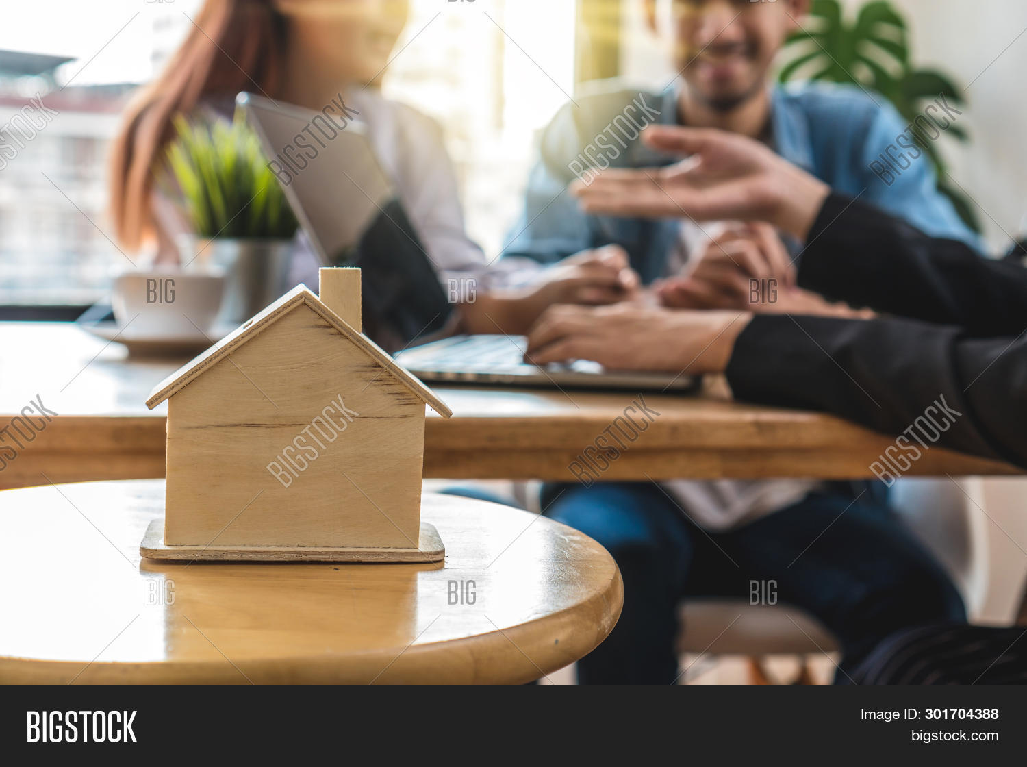 agreement,asia,asian,business,businessman,casual,caucasian,chain,cheerful,computer,concept,congratulation,contract,couple,discussion,document,engagement,estate,family,friends,gesturing,glad,hand,handshake,happiness,happy,home,homeowner,house,investor,key,lifestyle,love,lover,male,meeting,moving,negotiation,occupation,owner,partnership,people,professional,relocate,relocation,rent,shaking,sign,successful