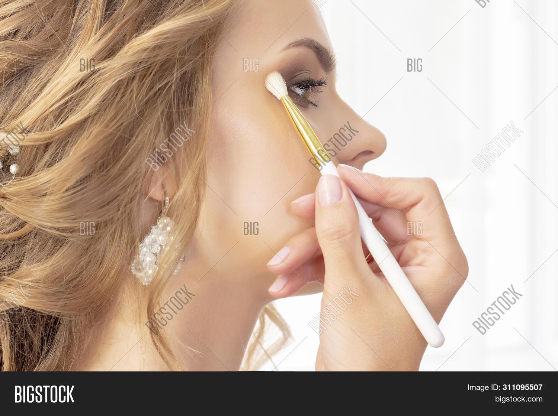 Makeup Artist Puts Makeup On Girl Model. Brush Applies Shadows, Concealer. Beautiful Girl Model, Por