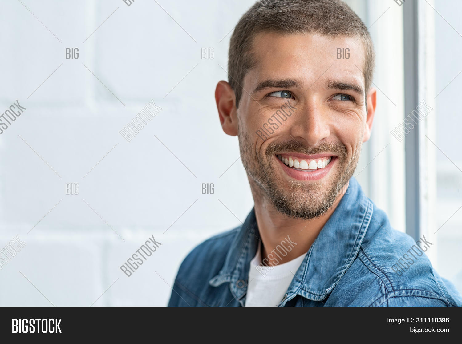 attractive,businessman,casual,casual man,cheerful,confident,contemplating,cool,copy space,daydream,dental,determination,dream,face,forecasting,future,guy,handsome,handsome man,happy,imagination,imagine,lifestyle,looking,looking away,looking trough window,man,modern,people,planning,portrait,positive,proud,smile,student,stylish,success,successful,teeth,think,thoughtful,toothy,toothy smile,vision,white,window,work,young,young man
