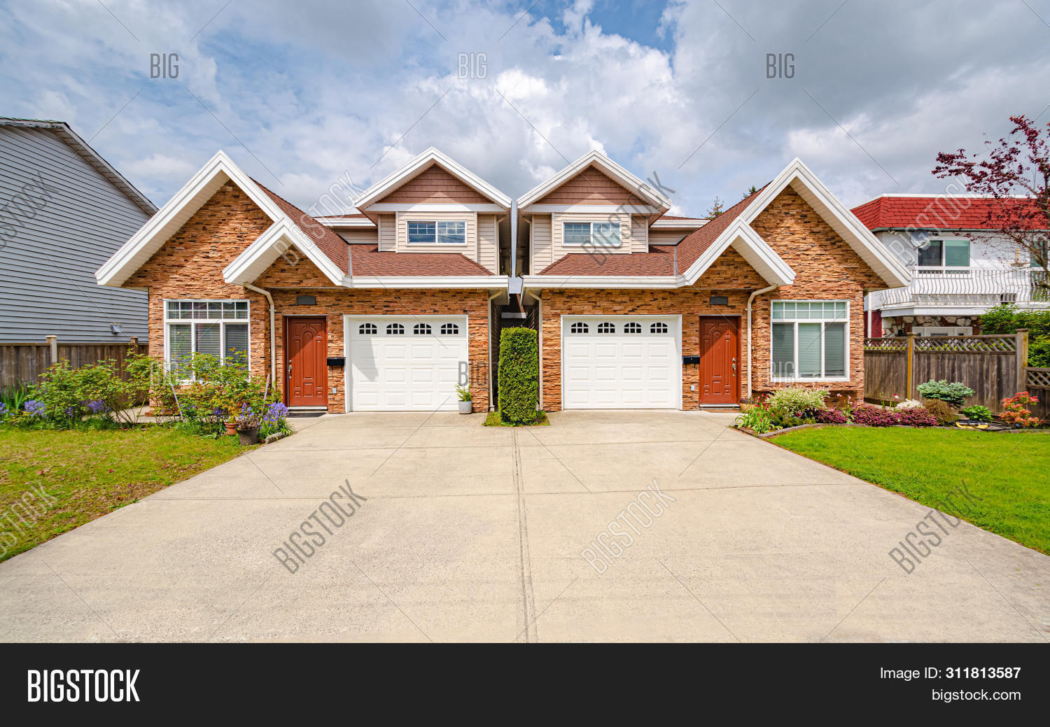 american,attached,average,blue,british,canadian,community,concrete,district,door,driveway,dwelling,entrance,entry,estate,exterior,facade,family,footprint,garage,home,house,housing,land,lawn,living,lot,modern,mortgage,neighborhood,outdoor,own,ownership,payment,porch,private,property,realtor,realty,residence,residential,single,sky,small,suburb,suburban,traditional,urban,usa,vancouver
