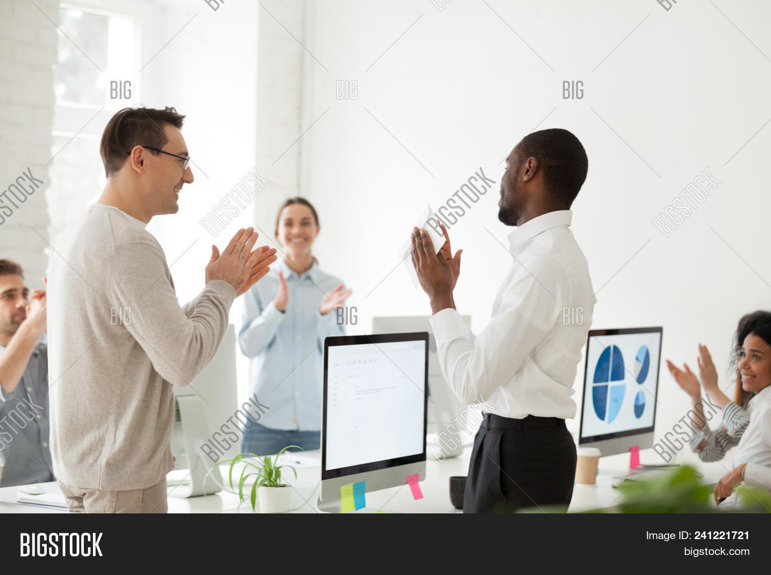 achievement,african-american,applause,appreciation,benefits,black,bonus,boss,business,businessman,career,clapping,colleagues,company,congratulate,corporate,diversity,employee,envelope,excited,executive,good,gratitude,hands,happy,job,leader,man,manager,meeting,money,motivation,multiracial,office,people,person,professional,promotion,recognition,respect,result,reward,smiling,successful,support,team,thanking,trust,work,worker