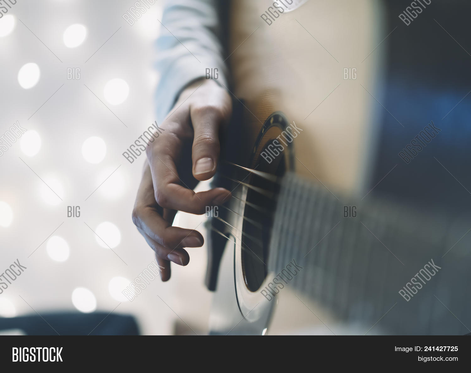 acoustic,atmosphere,backdrop,background,blue,blur,bokeh,chord,christmas,closeup,effect,exposure,female,festive,finger,flare,glitter,glowing,gold,guitar,guitarist,hand,hipster,holiday,home,instrument,interior,jazz,learning,lifestyle,light,music,musical,musician,night,people,play,player,playing,romance,romantic,shine,shiny,sound,space,string,student,studying,up