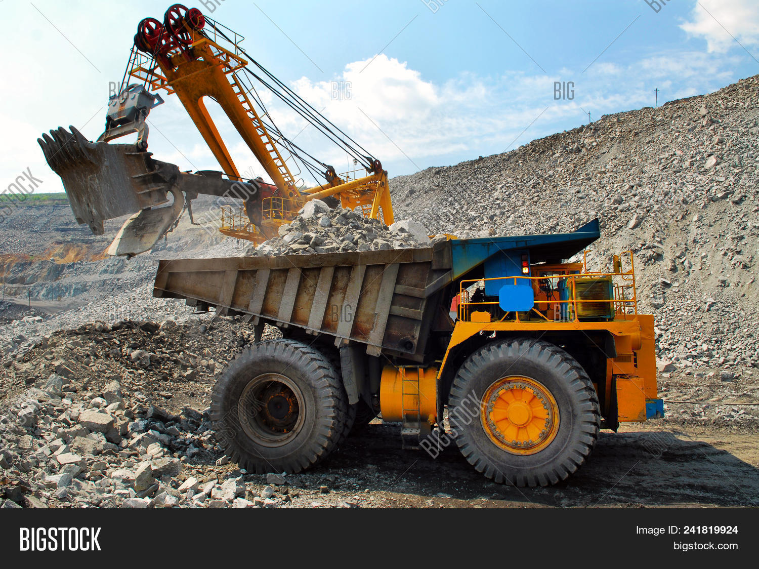 big,car,career,coal,coalmining,construct,construction,dig,dirty,driving,dump,dumper,dumptruck,energy,environment,equipment,excavation,excavator,ground,heavy,huge,industrial,industry,large,loader,machine,machinery,mine,miner,mining,mover,opencast,ore,oversized,power,production,quarry,rock,stone,tractor,transport,transportation,truck,vehicle,wheel,work,yellow