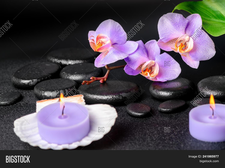 Decoration Salon Zen Photo ? spa concept of black zen stones, lilac orchid, candles