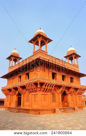 Diwan-i-Khas (Hall of Private Audience)  in Fatehpur Sikri, Uttar Pradesh, India. Fatehpur Sikri is one of the best preserved examples of Mughal architecture in India. stock photo