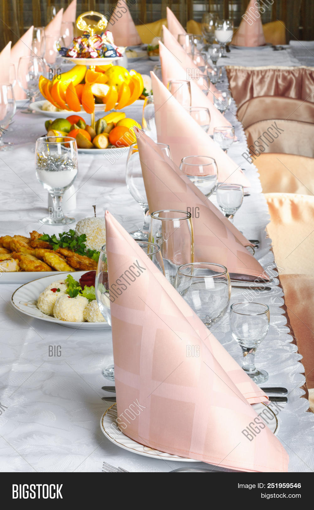 appetizer,background,banquet,beach,buffet,cafe,caterer,catering,closeup,crystal,cutlery,decoration,design,dining,dinner,dishware,drink,eat,event,flatware,food,glass,gourmet,holiday,interior,kitchen,knife,lunch,luxury,menu,napkin,plate,professional,restaurant,room,serve,served,service,serving,set,spoon,table,tableware,utensil,white,wine,wood
