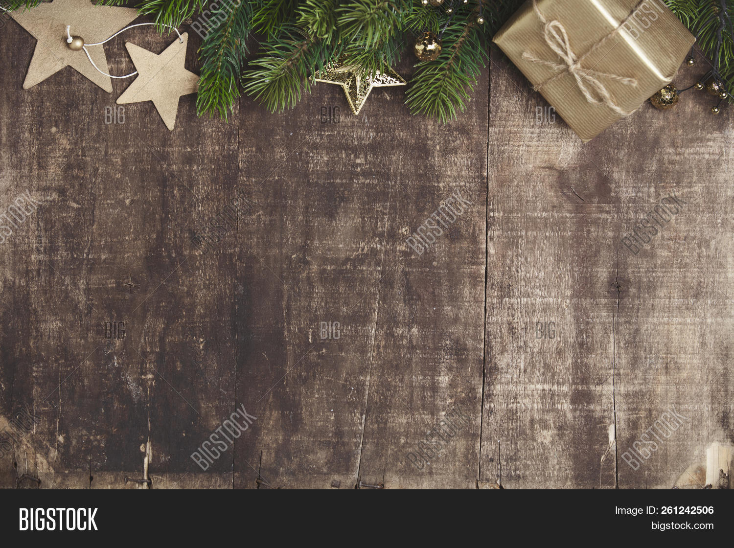 Christmas,background,balls,beautiful,blank,brown,card,celebration,concept,cones,copy,decorated,design,display,enjoy,family,festival,frame,gift,gold,green,greeting,happy,holiday,light,lovely,natural,pine,plank,red,relax,rustic,season,show,snow,space,star,style,sweet,texture,theme,tree,vintage,wallpaper,warm,winter,wood