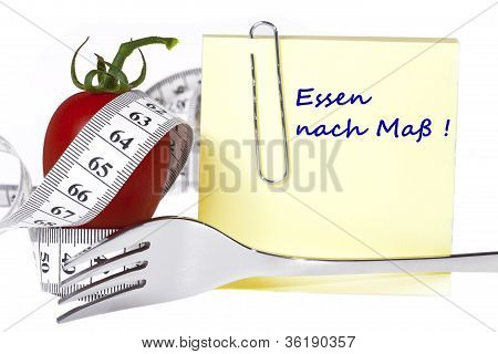 Yellow notepaper with the inscription: Essen nach Mass! isolated on white background - Concept of healthy food and diet stock photo