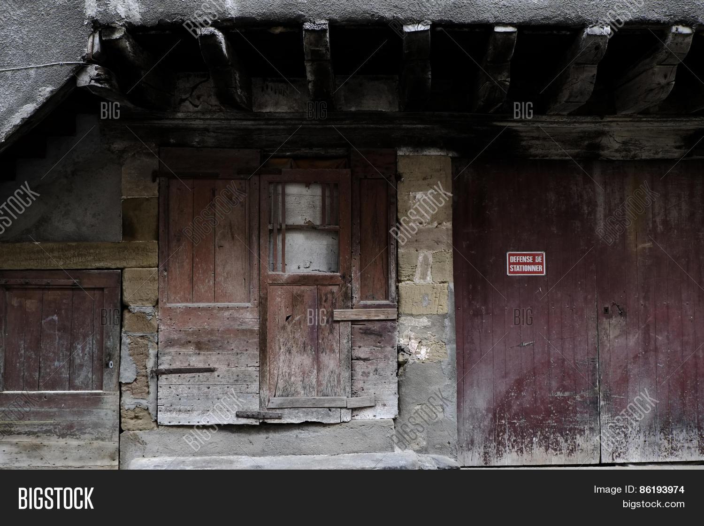 beaulieu,beaulieu-sur-dordogne,brive,brive-la-gaillarde,correze,door,dordogne,france,front door,garage,garage door,garage doors,red,rusty,street,weathered