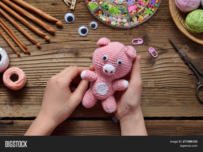 Pin de Silvia Santa Cruz-Valdivia en muñecos a crochet con ... | 1120x1500