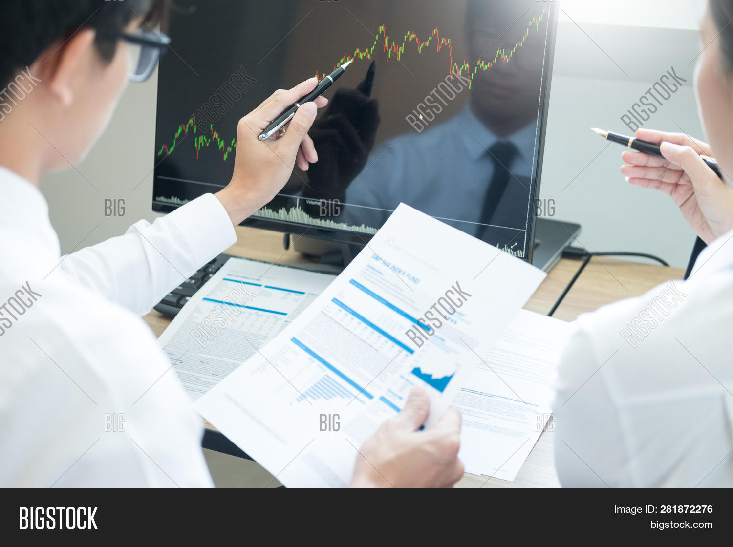 Team Investment Entrepreneur Discussing And Analysis Forex Trading Charts And Graphs On Computer Scr