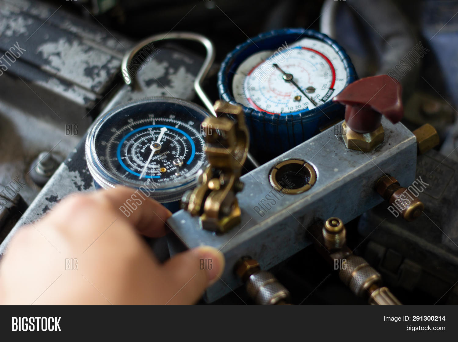 ac,air,auto,automobile,automotive,car,change,check,compressor,conditioner,conditioning,cool,cooler,engine,equipment,filling,filter,fix,freon,gage,garage,gear,indicator,industry,machine,maintenance,mechanic,mechanical,monitoring,parts,pipe,pressure,recharge,refrigerant,refrigeration,repair,service,shop,spare,station,system,technical,technician,tool,tube,unit,vehicle,work,worker,workshop