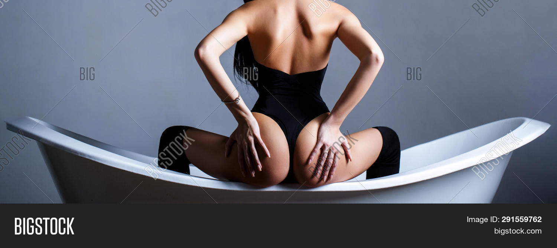 Slim Body, Waist. Girl With Perfect Waist. Sexy Waistline. Hand Of The Ass. Naked Girl, Sexy Nude Wo