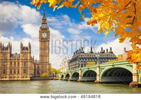 Big ben avec autumn leaves, londres