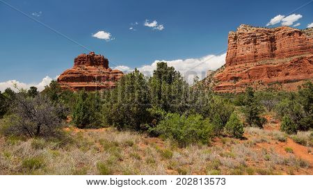 Bell Rock and Courthouse Butte along the Red Rock National Scenic Byway on Arizona State Route 179 between Oak Creak Village and Sedona stock photo