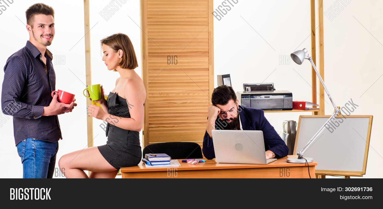 beverage,boss,break,business,businessman,businesswoman,calm,career,caucasian,chat,chatting,chief,coffee,colleagues,company,conversation,corporate,couple,cups,desktop,drink,drinking,enjoy,enjoying,enjoyment,friendly,friends,friendship,joyful,lazy,men,recreation,relax,relaxing,rest,resting,talk,talking,tea,woman,work,worker,workplace,workspace