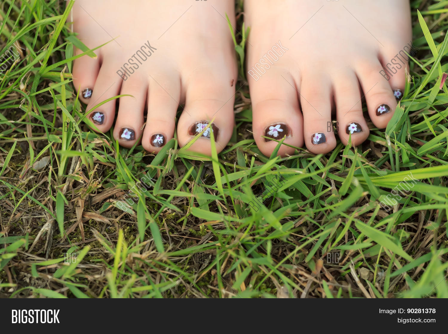 barefoot,caucasian,child,childhood,childish,close-up,covering,digit,discalced,divot,ecology,environment,fashion,feet,female,feminine,field,foot,garden,girl,girlish,golf,greensward,hallux,hobby,kid,lawn,lush,meadow,nail art,natural,nature,pasture,pedicure,plantigrade,recreational,shoeless,smaragdine,sod,soles,standing,summer,sward,toe,toenails,turf,unshod,virid