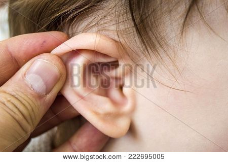 winter inflamed much of children\'s ears, middle ear infections and medical treatment in infants