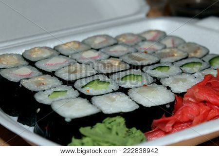 Among all the possible recipes of Japanese cuisine, it is worth to separately identify sushi and rolls, which are customary to use hot. Filling for rolls can be any rolls with eels, rolls with caviar, rolls with cucumber, but the technology of their prepa