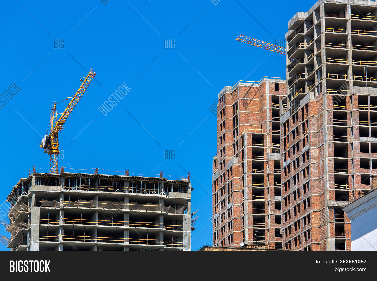 apartment,architecture,arrow,below,blue,brick,bricklaying,building,built,business,cement,concrete,construction,crane,development,engineering,equipment,estate,facade,high,high-rise,home,house,monolith,multistory,multystoried,nobody,property,real,red,residential,site,sky,skyscraper,structure,timbering,urban,work,workplace