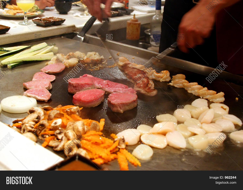 aliments,artistic,bar,chef,cuisine,diet,display,exotic,fast,food,hot,ingredient,japanese,japanese food,kitchen,meats,movement,nourishment,nutrition,oriental,preparation,restaurant,stove,tepanyaki