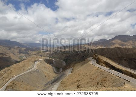 The Tizi n'Tichka, or alto de Tichka, is the highest road pass in North Africa, with 2260 meters of height. it means