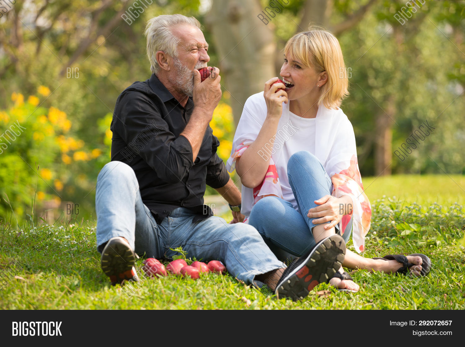 adult,aged,apple,care,caucasian,couple,eating,elder,elderly,family,female,food,fruit,fun,happy,health,healthy,husband,leisure,lifestyle,love,man,mature,natural,nature,old,older,outdoors,outside,park,pensioner,people,picnic,pleasure,recreational,relationship,relaxation,rest,retired,retirement,romance,romantic,senior,smile,together,trust,two,vegetables,wife,woman