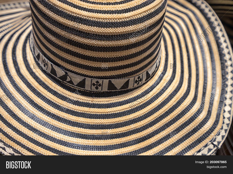 c5756afe925 🔥 classic sombrero vueltiao closeup detail