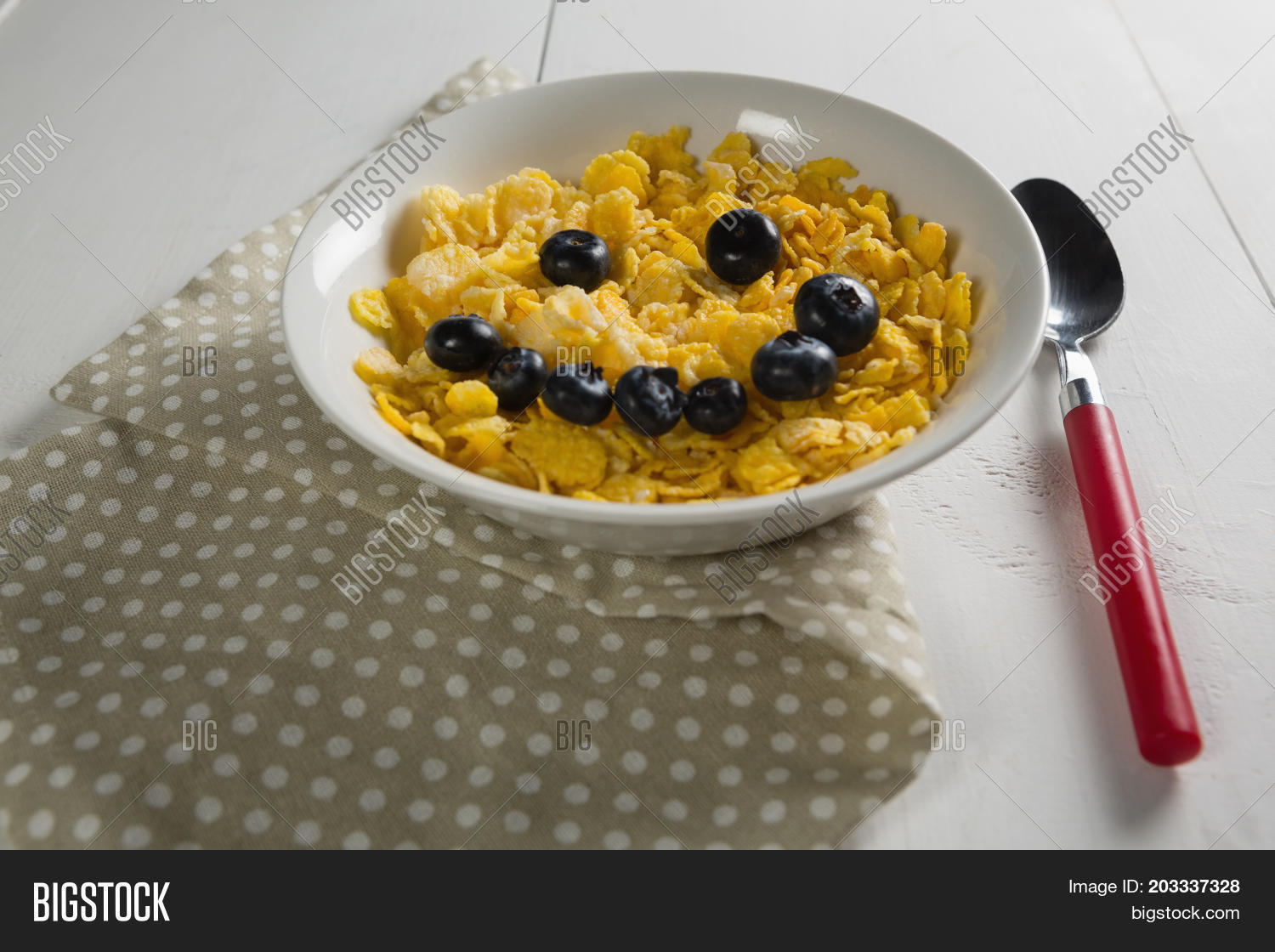 🔥 Wheaties cereal and blueberry in bowl