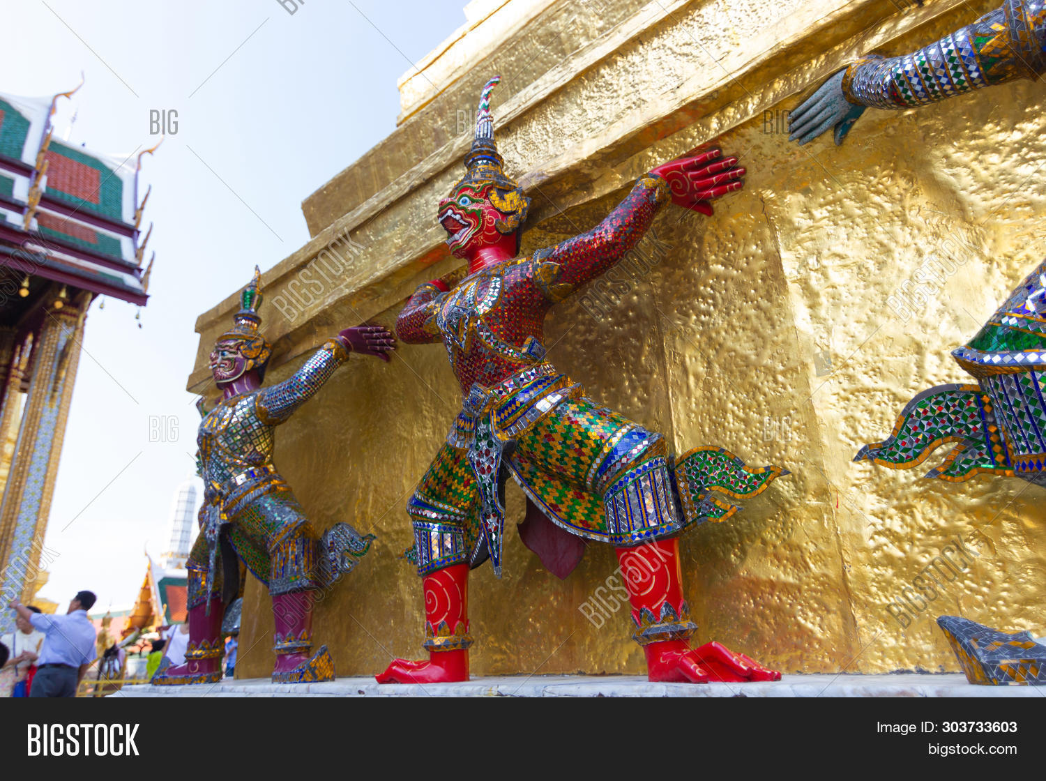 ancient,architecture,art,artstatues,asia,asian,background,bangkok,bear,buddhism,buddhist,culture,design,face,gain,giant,gold,golden,grand,grounds,guard,guardian,head,historic,history,holiday,kaew,landmark,large,offering,old,pagoda,pantomime,pra,protect,ramakien,red,religion,sculpture,serene,stand,statue,temple,thai,thailand,tourism,tours,travel,wat