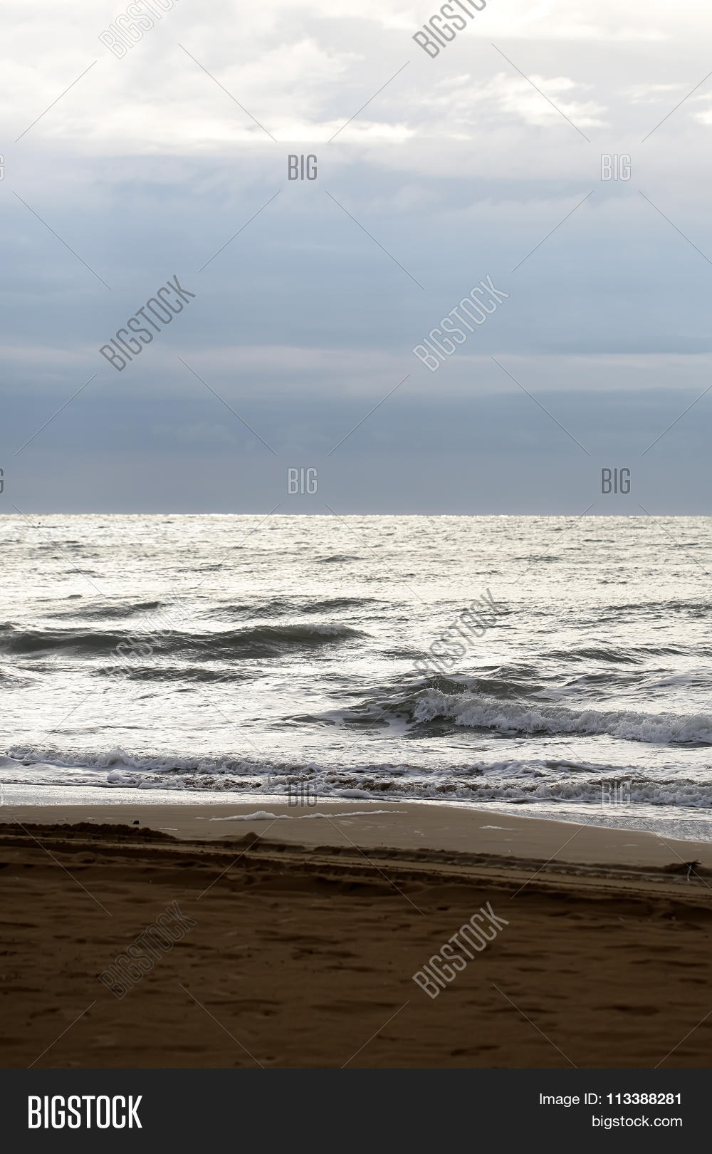 aqua,aquatic,background,beautiful,beige,clear,closeup,clouds,coastline,day,dull,ecology,empty,grey,hit,marine,marinorama,maritime,murky,nature,naval,no,nobody,ocean,offshore,people,photo,picture,ripples,salt,sand,sea,seascape,seashore,seaside,spindrifts,splashes,spoondrifts,surface,water,waterscape,waves,wet