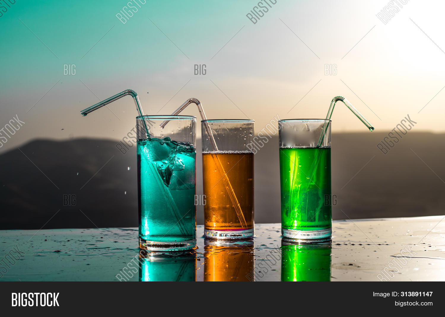 alcohol,alcoholic,background,bar,beach,beverage,celebration,chill,cocktail,cold,cool,cooling,drink,dusk,evening,exotic,fresh,glass,green,holiday,ice,juice,light,liquid,lounge,luxury,nature,orange,outdoor,party,refreshing,relaxation,rest,sand,sea,silhouette,summer,sun,sundown,sunlight,sunset,sunshine,terrace,travel,tropical,umbrella,vacation,warm,water,yellow