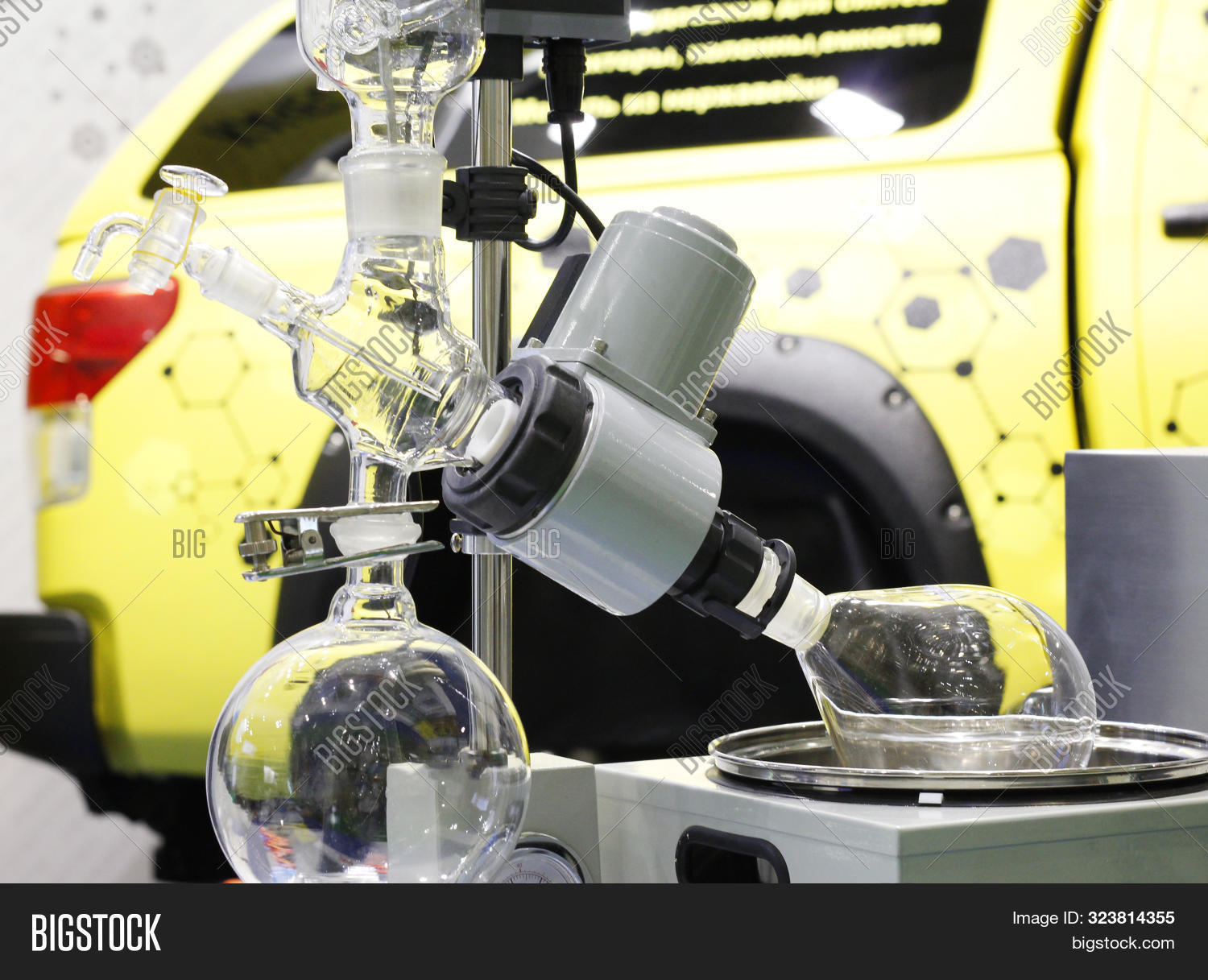 Devices For Chemical Synthesis In A Chemical Laboratory. Conducting Experiments.