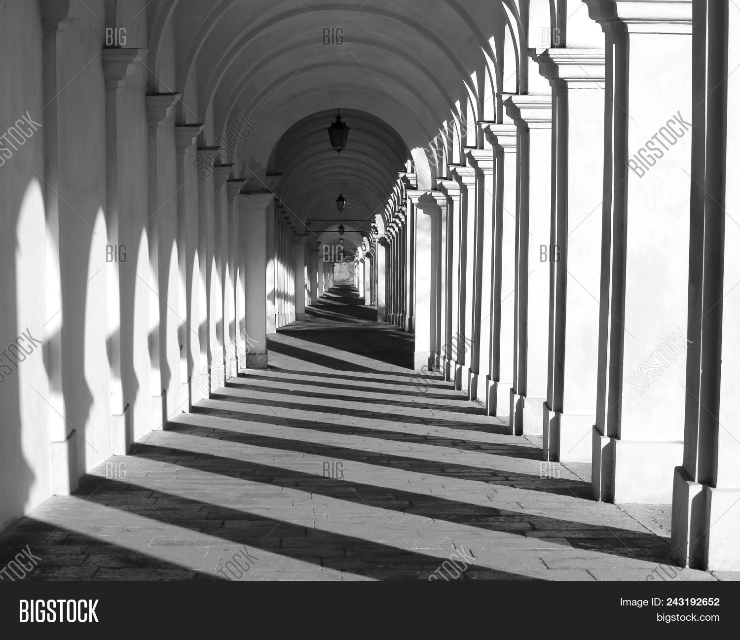 and,black,bw,contrast,dark,effect,empty,endless,future,gallery,infinite,infinity,long,no,nobody,none,over,people,peregrine,person,pilgrimage,pilgrims,tunnel,unending,vicenza,white,without,wormhole