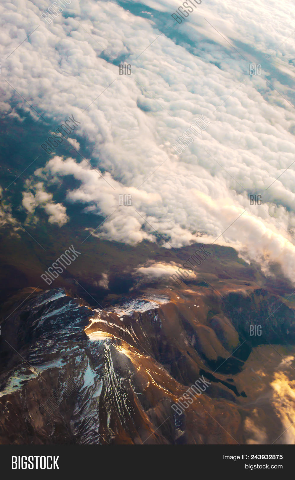 above,aerial,air,altitude,atmosphere,awe,background,beautiful,beauty,blue,breathtaking,bright,cloud,cloudscape,dawn,day,dream,dreamlike,flight,fluffy,heaven,high,horizon,journey,landscape,light,majestic,morning,nature,over,paradise,rays,sky,skyline,space,stratosphere,sun,sunrise,sunset,top,travel,trip,vast,vibrant,view,warm,white,yellow
