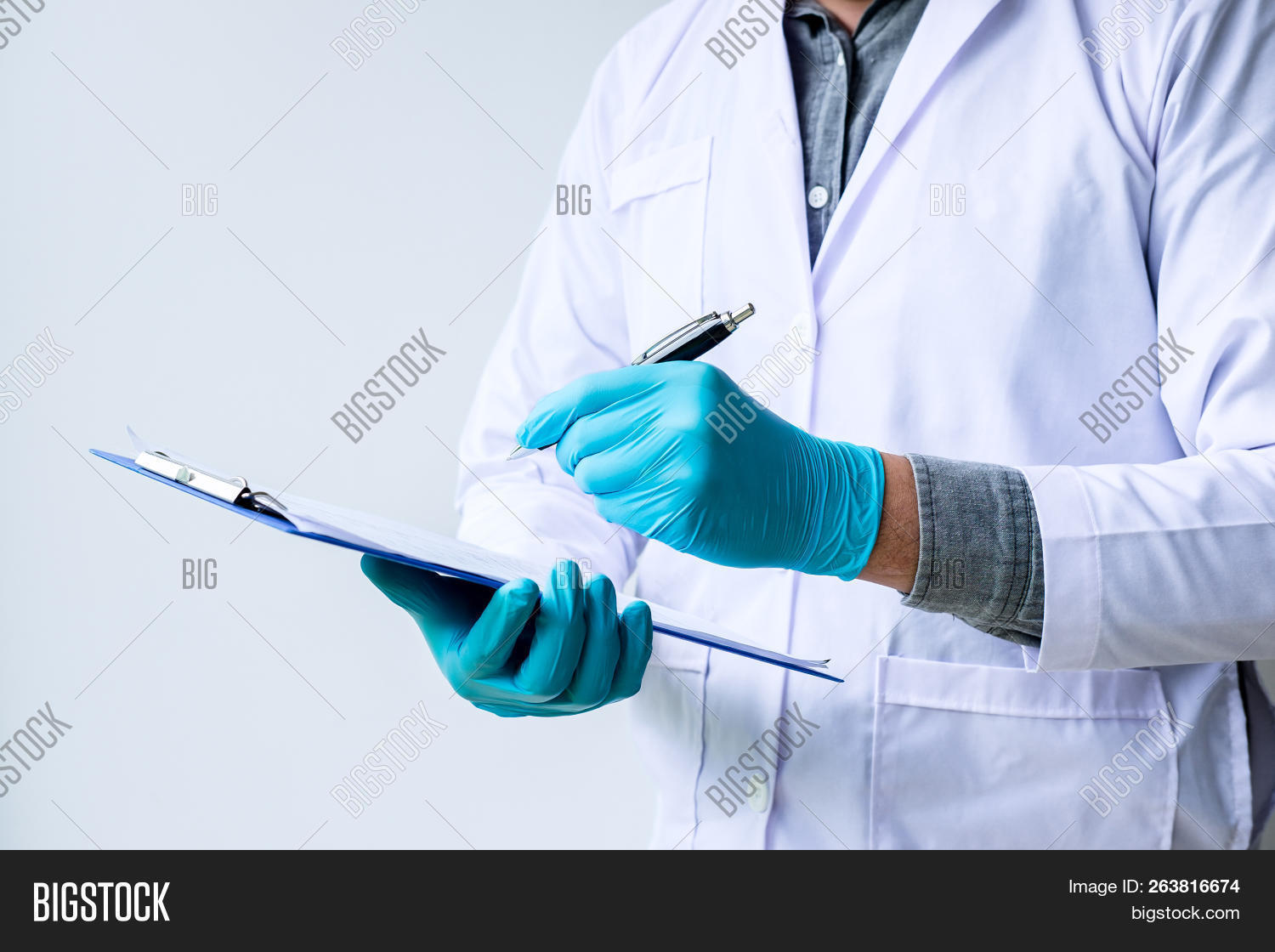analysis,beaker,biochemistry,biotechnology,blue,chemical,chemistry,clinic,concentrate,development,discovery,dna,doctor,drip,drop,dropper,drug,education,equipment,experiment,glassware,health,hospital,industry,instrument,lab,laboratory,liquid,looking,mask,medical,medicine,molecule,pharmaceutical,pipette,preparation,professional,reagent,research,sample,science,scientific,scientist,solution,studying,test,transparent,tube,worker