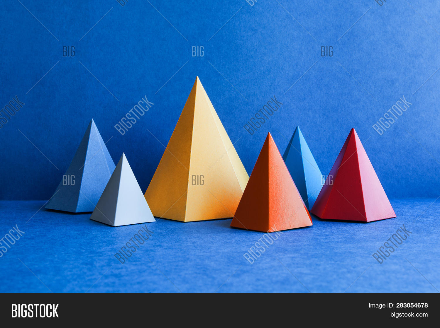 abstract,angles,art,beautiful,blue,color,colorful,design,edge,face,figure,flat,geometric,geometrical,geometry,gray,green,height,length,minimal,minimalism,object,paper,pink,plane,platonic,polyhedron,prism,pyramid,rectangular,shadow,shape,simple,simplicity,simplify,surfaces,symmetry,tetrahedron,three-dimensional,triangle,triangular,volume,yellow