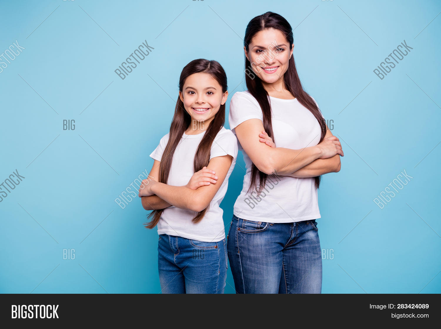 Close Up Photo Pretty Two People Brown Haired Mum Small Little Daughter Crossed Arms Self-confidentl