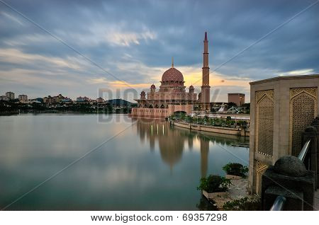 The Putra Mosque, or Masjid Putra in Malay language, is the principal mosque of Putrajaya, Malaysia. Construction of the mosque began in 1997 and was completed two years later. It is located next to Perdana Putra which houses the Malaysian Prime Minister' stock photo