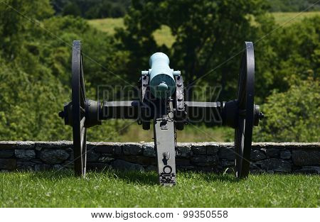 an old cannon sits on a ridge at Antietam stock photo