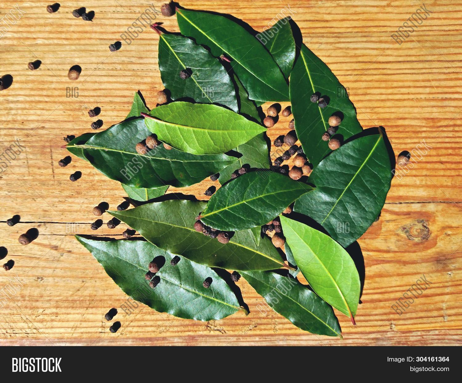 above,allspice,aromatic,background,bay,bayleaf,beautiful,board,brine,close,closeup,cooking,corn,dry,foliage,food,fresh,garden,green,growth,health,healthy,herb,indian,ingredient,kitchen,lauraceae,laurel,laurus,leaf,leaves,macro,natural,organic,overhead,pattern,pepper,peppercorn,pickle,plant,raw,spice,table,top,tree,up,view