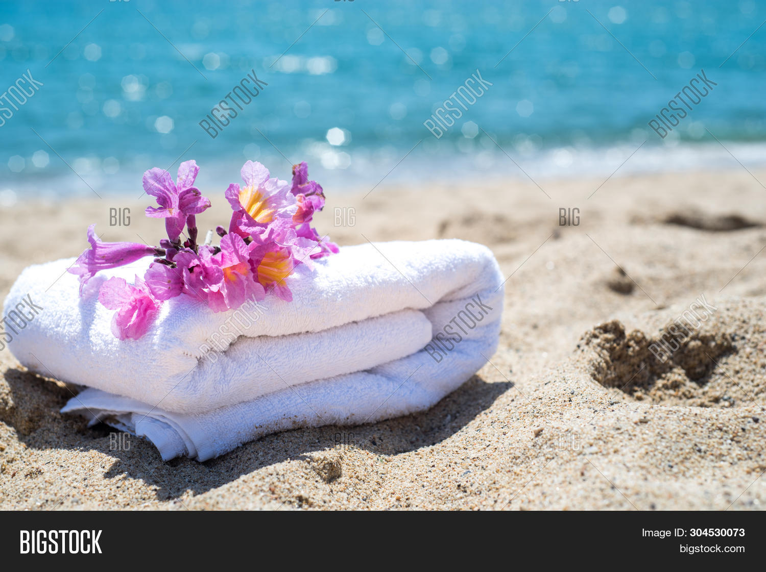 background,bathtub,beach,beauty,blue,concept,flower,green,holiday,hotel,lifestyle,luxury,nature,ocean,pool,relaxation,resort,sand,sea,spa,summer,towel,travel,vacation,view,water,white