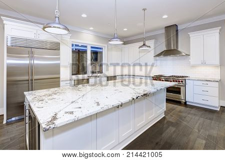 Large, Spacious Kitchen Design With White Kitchen Cabinets
